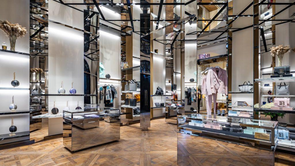 Balmain dévoile son nouveau flagship, Hermès s'installe sur Madison Avenue et les autres infos du jour