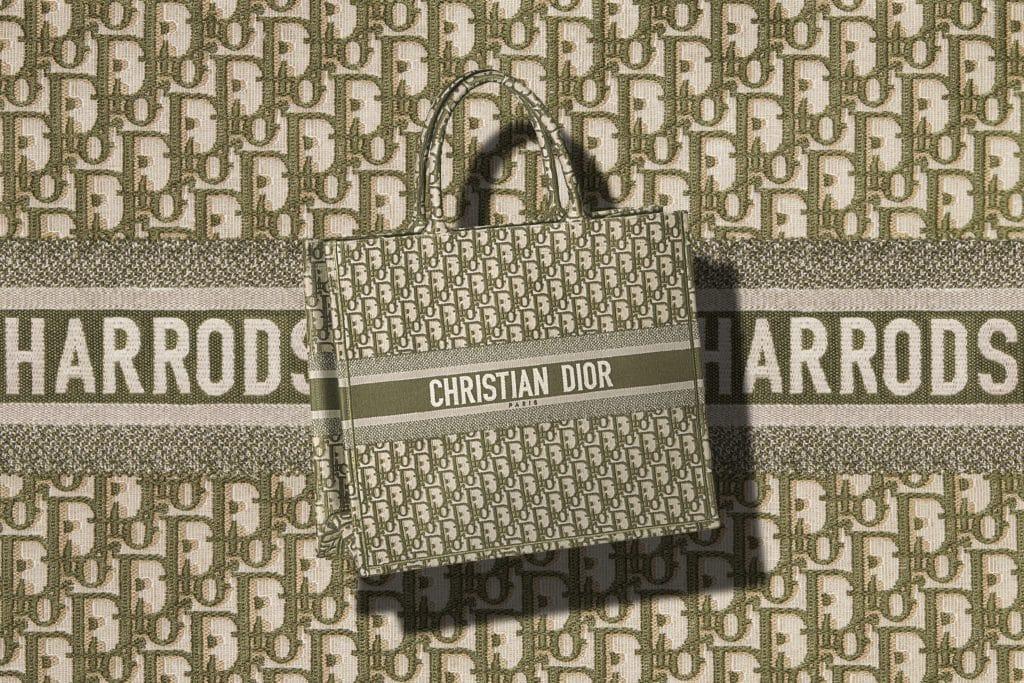 239d21a926296 London : Dior opens pop-up boutique at Harrods until August 31 ...